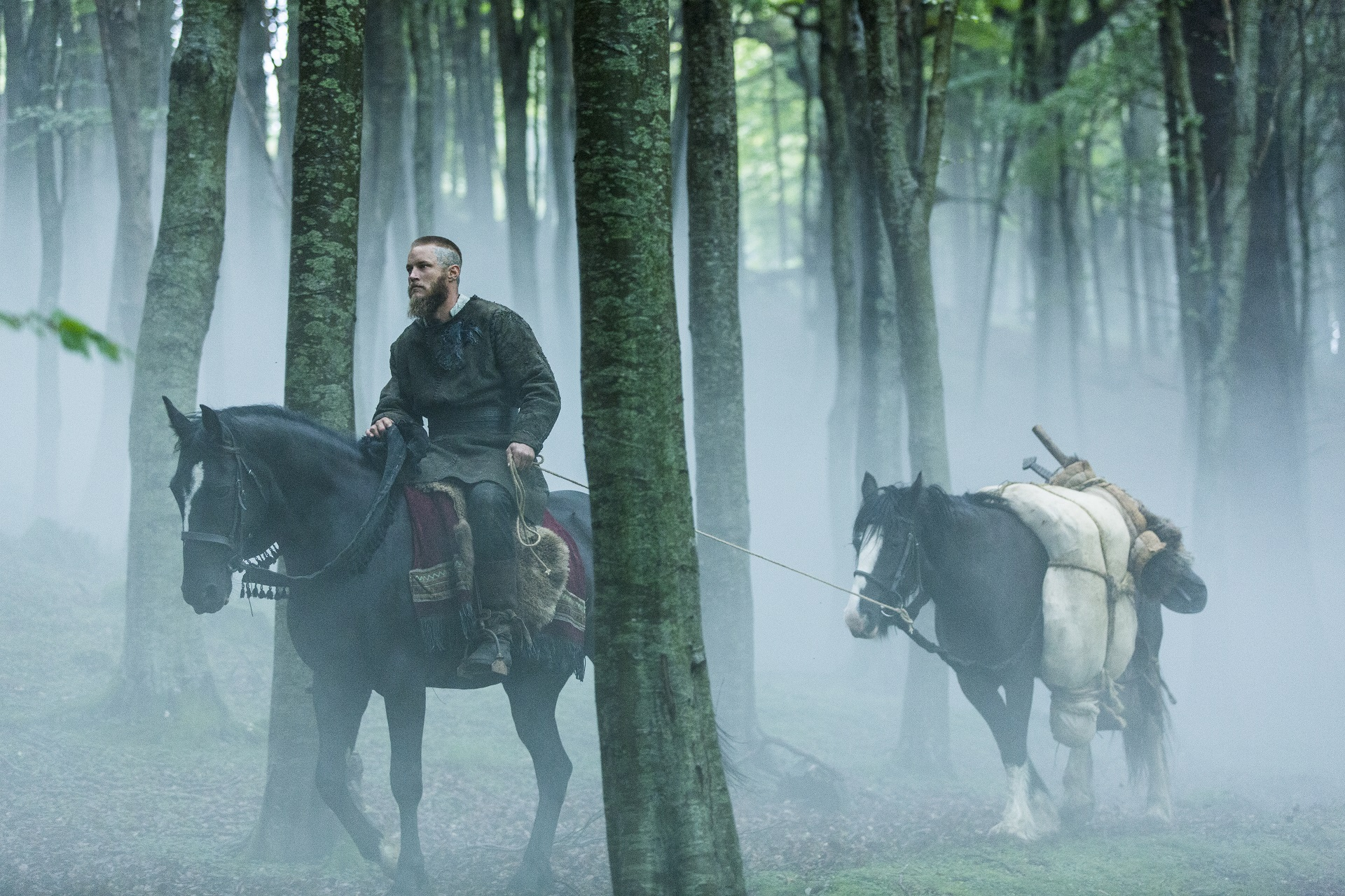 Ragnar Lothbrok (Travis Fimmel) buries Athelstan (George Blagden) in